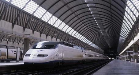 Todos los trenes de Renfe serán accesibles para personas con discapacidad antes de 2020